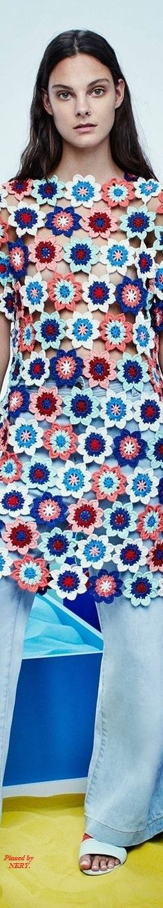 This Pin was discovered by Idi Crochet Tunic, Crochet Clothes, Crochet Lace, Knit Fashion, Fashion 2017, Summer Knitting, Crochet Slippers, Crochet Designs, Crochet Flowers