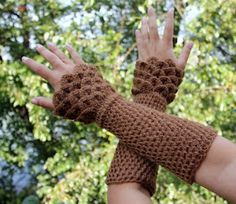 Crocodile stitch wrist warmer