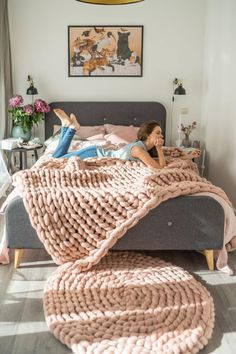 Items similar to Round chunky knit rug from merino wool. Soft, warm and beautiful decor for home in dusty pink color. on Etsy - chunky knit blankets diy Knit Rug, Wool Rug, Knit Pillow, Circle Rug, Chunky Blanket, Knot Blanket, Sofa Blanket, Chunky Wool, Chunky Knits
