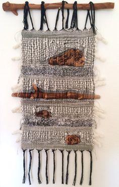 52 super Ideas for wall hanging textile yarns Weaving Loom Diy, Weaving Art, Tapestry Weaving, Weaving Textiles, Weaving Patterns, Quilt Patterns, Knitting Patterns, Weaving Wall Hanging, Wall Hangings