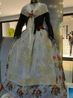 Traje de huertana San Juan Festival, Fashion History, Traditional Dresses, Vintage Dresses, Beautiful Dresses, Dressing, Victorian, Culture, Costumes