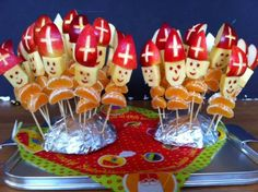 : Weihnachtsmann haftet - New Ideas St Nicholas Day, Creative Snacks, All Souls Day, Diy Crafts To Do, All Saints Day, Theme Noel, Dutch Recipes, Birthday Treats, Food Humor