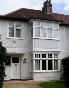 Off White / Light Grey Pebble dash contrasting with white woodwork Timber Windows, Casement Windows, House Windows, Facade House, Windows And Doors, Exterior Windows, Porch Doors, Bay Windows, Entrance Doors