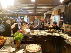 Oscar Pizza Party 🍕🙌🎥 #oscars #pizzaistheanswer #brazilianchef #celebritypizzachef oscars #weddinglosangeles #weddingcatering #foodnetwork #celebritypizzachef #brazilianchef #redondobeach #brentwood #eventplanner #cateringlife #riodejaneiro #hermosabeach #eventsla #lasvegas #california #brazil #eventplanning #beverlyhills #curitiba #pizzaistheanswer #manhattanbeach #foodmagazine #pacificpalisades #losangeles#eventprofs #meetingprofs #eventplanner #eventtech