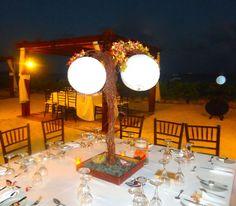 CBC211 Weddings Riviera Maya  tree centerpiece with illumination / bodas centro de mesa de arboles con flor rosa y amarillo con luz
