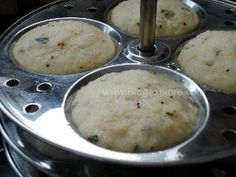 Rava Idli recipe with step by step photos - easy and instant idli recipe. A quick South Indian breakfast using semolina. Indian Food Recipes, Vegetarian Recipes, Cooking Recipes, Ethnic Recipes, Spicy Chicken Curry Recipes, Idly Recipe, Rava Idli Recipe, Food Vids, Indian Breakfast