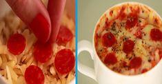 Rychlá pizza do hrnečku hotova za 5 minut! Pepperoni, Cheeseburger Chowder, Pizza, Soup, Soups, Chowder