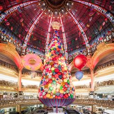 A Magical Christmas Tree at Galeries Lafayette in Paris Happy Christmas Day, Magical Christmas, Christmas Makes, Noel Christmas, Christmas Music, Christmas Windows, Balloon Decorations, Christmas Decorations, Holiday Decor