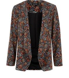"""Lift an everyday vest and skinny jeans combo with this tapestry print blazer - complement with tan block heel ankle boots to finish.- All over tapestry print- Waterfall front- Open front- Simple long sleeves- Casual fit- Model is 5'8""""/176cm and wears UK 10/EU 38/US 6"""
