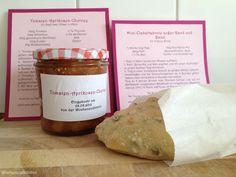 Tomaten-Aprikosen-Chutney und  ein Mini Ciabattabrot außer Rand und Band