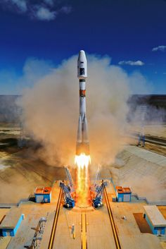 Russia's new Vostochny Cosmodrome conducting its first space launch. Soyuz Spacecraft, All About Space, Space Launch, Space Rocket, Space Images, Space Program, Starcraft, Space Station, Space Shuttle