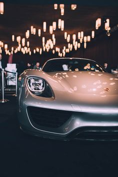 #Porsche 918 under the lights