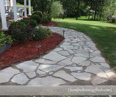 33 New ideas diy garden path flagstone pavers Front Yard Walkway, Front Yard Landscaping, Slate Walkway, Sidewalk Landscaping, Outdoor Walkway, Brick Walkway, Front Yards, Landscaping Ideas, Front Porch