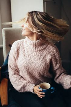 The Perfect Sweaters To Wear For Winter Winter Dress Outfits, Fall Winter Outfits, Winter Fashion, Canon Eos, Work Fashion, Fashion Looks, Fashion News, Women's Fashion, Pull Long