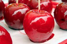 La pomme d'amour : une recette romantique : La saint Valentin approche à grand pas, alors pourquoi ne pas épater votre Valentin ou votre Valentine en lui concoctant de délicieuses pommes d'amour, et tout cela avec amour. Bien entendu, si vous êtes célibataire vous avez aussi le droit de faire des pommes d'amour.