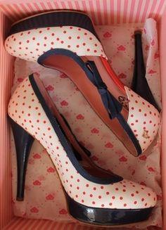Kaufe meinen Artikel bei #Kleiderkreisel http://www.kleiderkreisel.de/damenschuhe/hohe-schuhe/113397112-plateaupumps-von-fornarina-highheels-50erjahre-stil