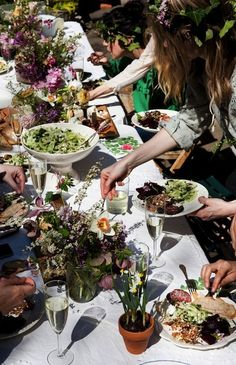 a picnic wedding reception! i wouldn't want this for my actual reception, but a great/thrifty idea for wedding party lunch, rehearsal dinner, or out-of-town guests.