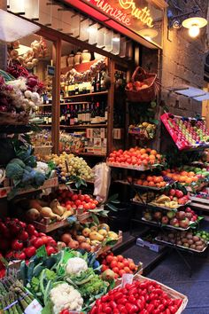 When many of us want fresh food, the first thought is to go to the grocery store. When you stop to think about it, however, that food is not always fresh. Vegetable Shop, Fruit Shop, Fruit Stands, Fresh Market, Farm Shop, Shops, Farm Stand, Best Fruits, Fruit And Veg