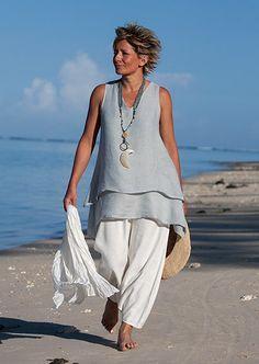 Elegant simplicity of a Top double veil pale blue linen