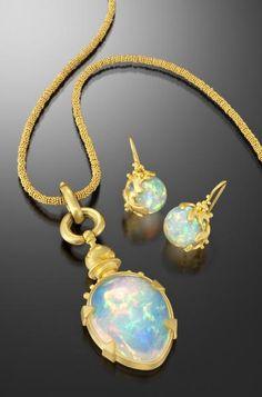 Lilly Fitzgerald, Necklace, 2011, 22-karat gold, Ethiopian opal, 69.85 x 50.8 mm; Earrings, 2011, 22-karat gold, Ethiopian opal, 25.4 mm, photo: Hap Sakwa