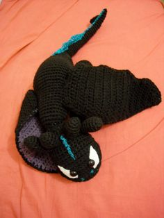 Toothless Dragon (Night Fury) knitting pattern http://www.ravelry.com/patterns/library/toothless
