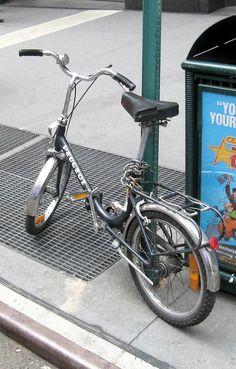 European Models, Folding Bicycle, Vintage Bikes, Custom Bikes, Peugeot, Minions, Vehicles, Food, Fancy Cars