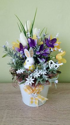 Jarna dekoracia so zajkom / dekorBEA - SAShE. Easter Crafts, Easter Decor, Pinterest Blog, Planter Pots, Jar, Wreaths, Spring, Easter, Crepe Paper