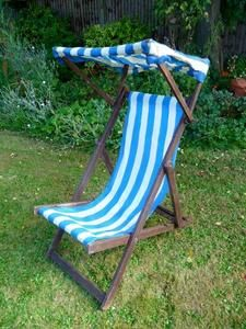 Merveilleux Vintage Retro Striped Deck Chair With Canopy