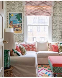 Decorating Small Rooms: Wallpaper, Colour & Layout Home Decor Dyi, Decorating A New Home, Home Decor Styles, Decor Crafts, Small Room Decor, Small Rooms, Yellow Interior, Room Colors, Living Room Designs