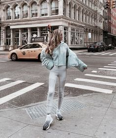 𝓑𝓮𝓵𝓵_𝔃𝓮𝓾𝓼𝓬𝓱  𝓑𝓮𝓵𝓵_𝔃𝓮𝓾𝓼𝓬𝓱 Vintage Jeans, Vintage Outfits, Fashion Poses, Fashion Outfits, Best Rap Songs, Workout Music, Body Poses, City Chic, Hipster