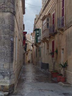 Wonderful to see the narrow streets during a short walk in Medina, Malta