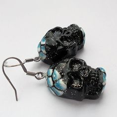 Sugar skulls became an inspiration for these earrings. These earrings are made of polymer clay.  Size: 0,59 to 0,98 inches (1.5 to 2.5 cm). Approximate weight of both earrings: 0,88 oz (25 grams). Earrings does not contain nickel. More: https://www.etsy.com/listing/523811407/black-blue-skull-earrings-sugar-skull