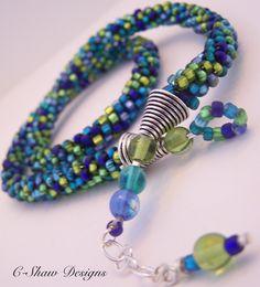 Seven Oceans Kumihimo Neckalce y aretes - Mis ideas Origami Jewelry, Beaded Jewelry, Jewelry Necklaces, Handmade Jewelry, Beaded Bracelets, Jewellery, Viking Knit Jewelry, Diy Earrings, Earring Set