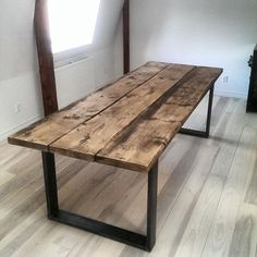 Dark Wood table with steel legs . Dark Wood table with steel legs Wooden Dining Table Designs, Reclaimed Wood Dining Table, Wooden Dining Tables, Design Table, Wooden Table Diy, Diy Dining Room Table, Steel Dining Table, Dining Table Legs, Rustic Table