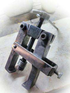 Metal Working Tools, Metal Tools, Work Tools, Welding Tools, Welding Projects, Homemade Tools, Diy Tools, Metal Fabrication Tools, Tool Table