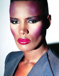 Grace Jones-androgynous beauty from the and Grace Jones, 1980s Makeup, 80s Makeup Looks, Iconic Makeup, Afro, Make Up Gesicht, Look Retro, Photo Portrait, 80s Hair