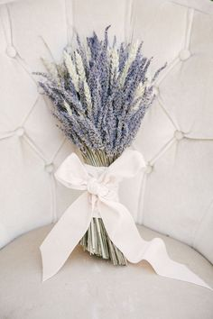 Alternative Wedding Bouquet Ideas A bushel of lavender is a gorgeous and fragrant bouquet idea for a French Provençal or wine country wedding.A bushel of lavender is a gorgeous and fragrant bouquet idea for a French Provençal or wine country wedding. Purple Wedding, Spring Wedding, Wedding Colors, Bow Wedding, Bouquet Wedding, Bridesmaid Bouquet, Wedding Cakes, Trendy Wedding, Bridal Bouquets