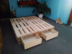 Pallet Style Bed Frame with built-in drawers (spare bedroom?) Possible option to add additional drawers in the center on the left & right sides. Diy Pallet Bed, Diy Pallet Projects, Diy Bed, Bed Base With Storage, Pallet Furniture, Home Furniture, Diy Casa, New Room, Bedroom Decor