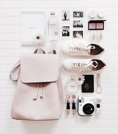 Travel Accessories Flat Lay Ideas For 2019 Road Trip Packing, Packing Tips For Travel, Travel Essentials, Purse Essentials, Suitcase Packing, Foto Still, What In My Bag, Flat Lay Photography, Photo Instagram