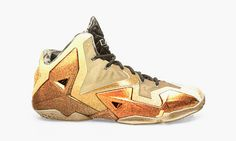 GOLD SHOES?????? LEBRON JAMES ??
