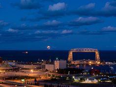 Moonlit Departure / Duluth, Minnesota > Lake Superior