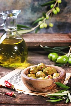 Green olives in olive wood bowl and bottle of olive oil served with chili peppers on old wooden table Italian Cottage, Bread Oil, Olive Wood Bowl, Fruit Photography, Tomato And Cheese, C'est Bon, Italian Recipes, Olive Oil, Stuffed Peppers