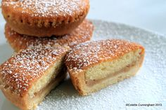Slice-through Fruit and Sponge Tart Tart Recipes, My Recipes, Stewed Fruit, Bakewell Tart, Mini Pies, Custard, Bagel, Bread, Chocolate