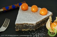 Gluten-free poppy seed cake with lemon glaze - quick, easy and super delicious! Come and check out my step-by-step recipe with lots of photos! Lemon Glaze Recipe, Lemon Icing, Poppy Seed Cake, How To Squeeze Lemons, I Foods, Gluten Free Recipes, Dairy Free, Seeds, Vegan
