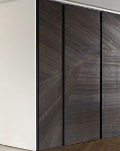 текстура, цвет, геометрический рисунок дверей у шкафа-купе