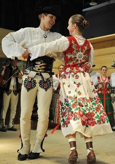 Folk clothing from the region of Podhale, southern Poland [source]. Polish Clothing, Folk Clothing, Historical Clothing, Poland Costume, Polish Folk Art, Costumes Around The World, Mode Costume, Folk Dance, Traditional Outfits