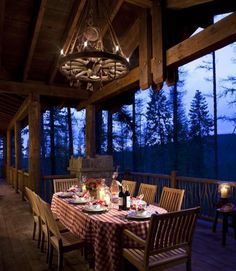 Nice place to have a few over for dinner, and serve it on a big screened in porch - love it ~