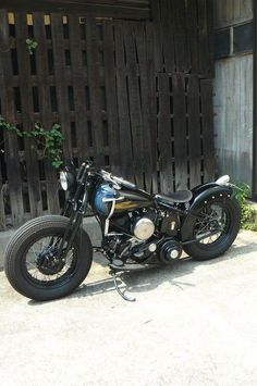 Bobber Inspiration | Flathead bobber | Bobbers and Custom Motorcycles #harleydavidsonchopperscustombobber #harleydavidsontrikecustombobber