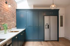 Colonnade-like glazing fronts house extension by Intervention Architecture Shaker Style Kitchen Cabinets, Kitchen Wall Cabinets, Shaker Style Kitchens, Kitchen Cabinet Remodel, Upper Cabinets, Home Decor Kitchen, Kitchen Interior, Interior Design Living Room, Kitchen Design