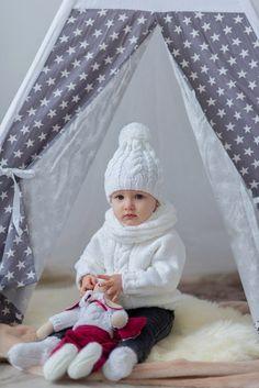 Детский комплект: шапочка, свитер, носочки и снуд. + Тильда-зайка.